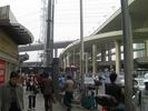 サムネイル:立体交差の前にバスターミナルがあるはず!