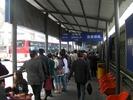サムネイル:バス乗り場へ向かいます