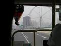 次の写真のサムネイル:バス出発!錦江楽園が見えます
