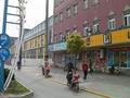 前の写真のサムネイル:楓涇バスターミナル隣のスーパー