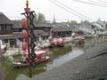次の写真のサムネイル:レストランの窓からの運河