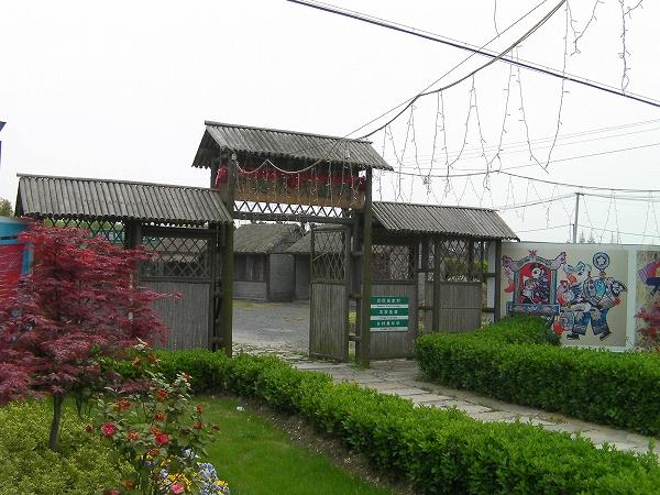 写真:中国農民画村 入口の電飾?