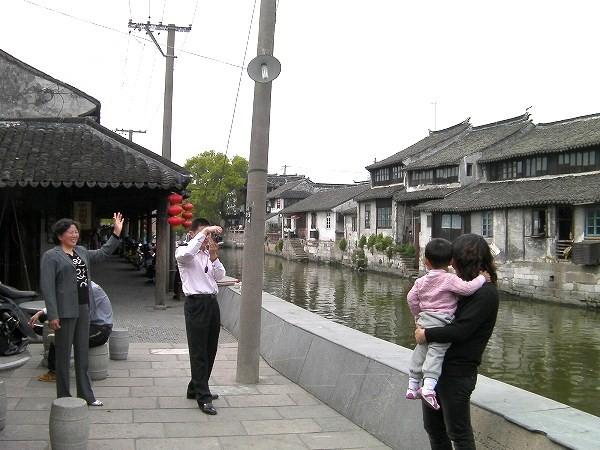 写真:運河沿いを西へ
