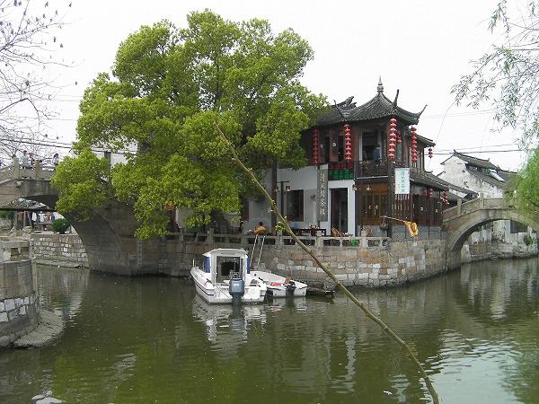 写真:楓涇三橋近くにモーターボート!