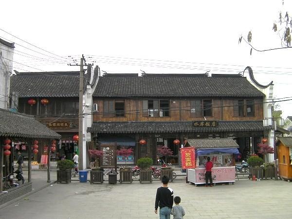 写真:竹行橋の西側の広場