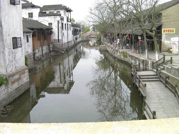 写真:普通の橋の北側